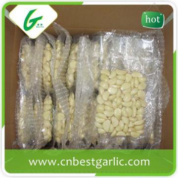 Vacuum packed fresh peeled garlic cloves