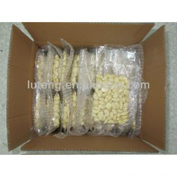 Cold-stored peeled garlic