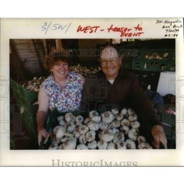 1999 Press Photo As Much Garlic As You Could Want - orb11606